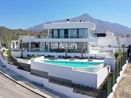 Modern villa with great panoramic sea views