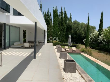 Contemporary villa in Upper Sotogrande