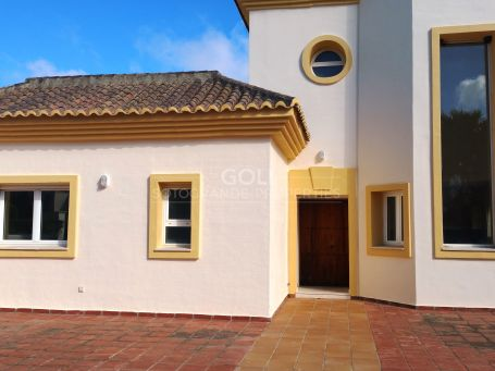 Unfurnished duplex penthouse in San Roque Club