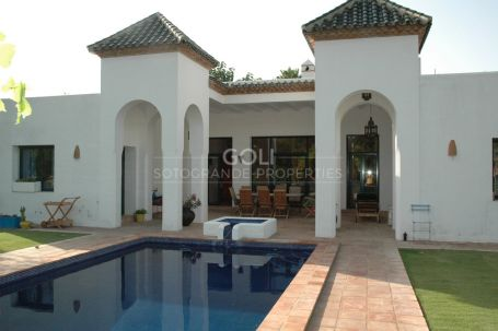 Flamingo House - Single storey charming villa
