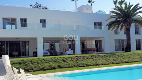 Exceptional holiday villa in prestigious Lower Sotogrande