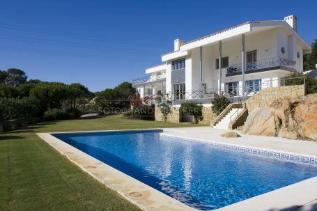 Well-designed contemporary villa