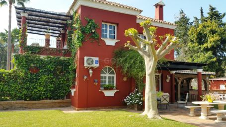 Comfortable villa with a well-established garden