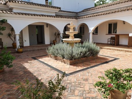 Superb villa, Andalusian style
