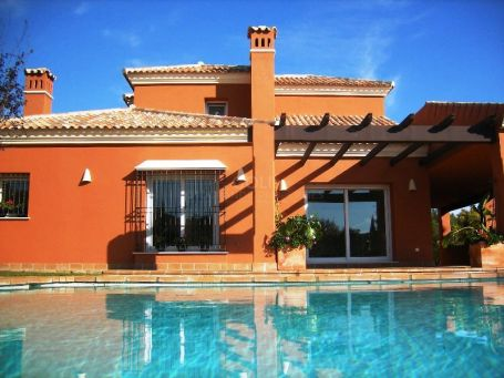 Unfurnished villa with private swimming pool and golf course views
