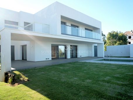 Modern house with sea views - Unfurnished