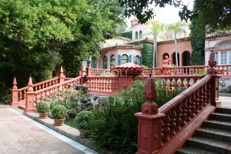Luxurious palace with magnificent views. Country House for rent in San Enrique de Guadiaro.