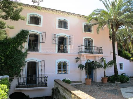 Unique villa. Country House for rent in Casares.