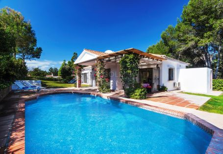 Enchanting one storey villa