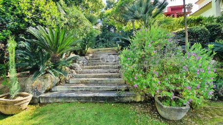 Comfortable villa with lovely gardens