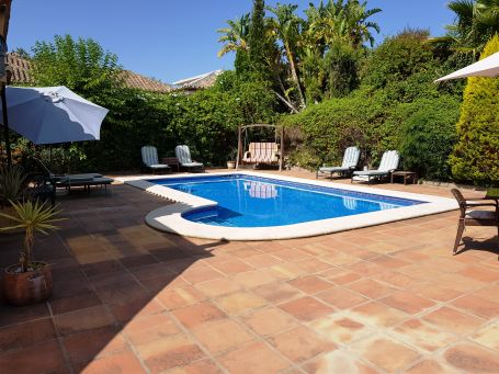 Comfortable house for holiday rentals with garden and pool