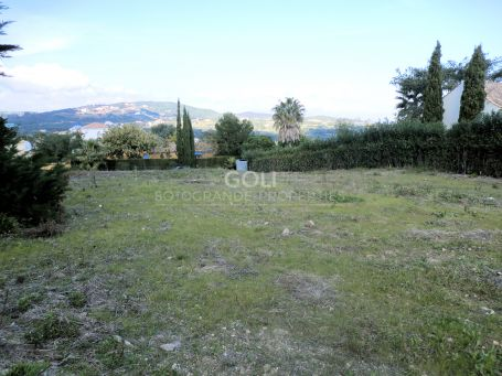 Plot with building project