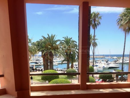 Well situated apartment with views of the Sotogrande Harbour