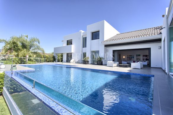 Modern villa, panoramic sea views, Los Flamingos, Benahavis