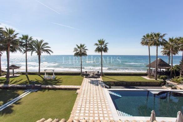 Privileged beachfront unique villa in Marbella East