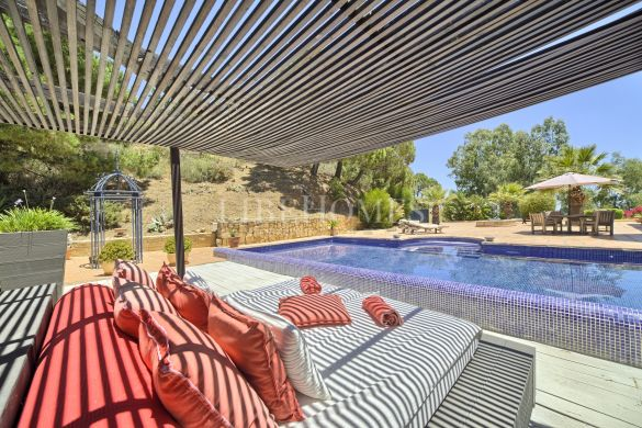 Villa just north of Estepona town with 180 degrees sea views
