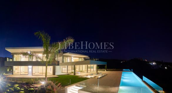 Newly built villa in Los Flamingos Golf area, Benahavís