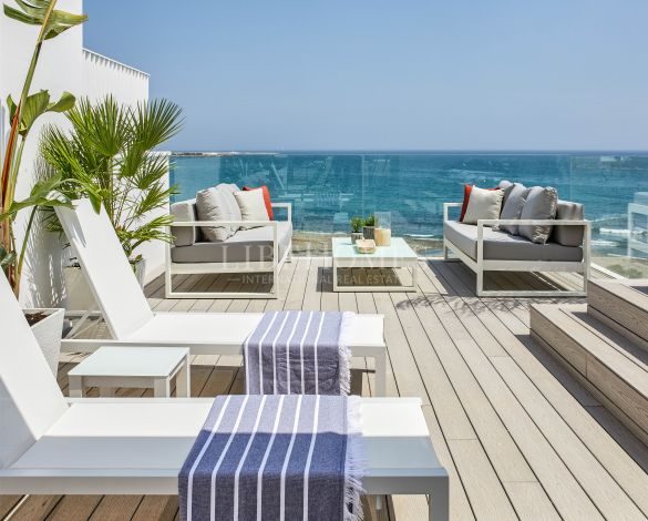New development of luxury, beachfront townhouses in Estepona
