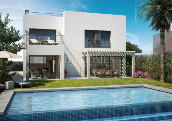 Spectacular 4 bedroom, golf frontline villas with sea views at La Resina Club, Estepona: 710,000 € - 850,000 €