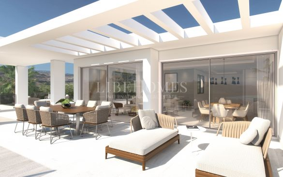 Ground floor apartments with an artificial lagoon in Casares