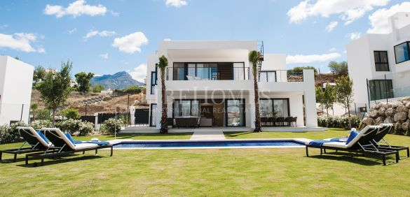 Недавно построенные современные виллы в Golf Valley, Marbella
