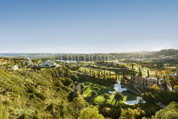 Newly built penthouses in the golf area of Benahavis