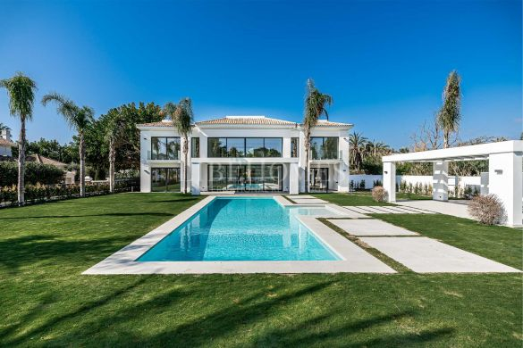 Newly built villa, key ready, in the exclusive Casasola, Estepona