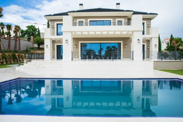 Newly built villa, key ready, in Los Flamingos Golf resort, Benahavis