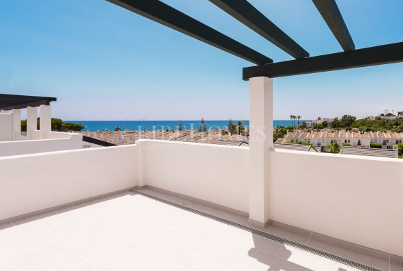 New apartments in Arroyo Beach, 5 minute drive from Estepona