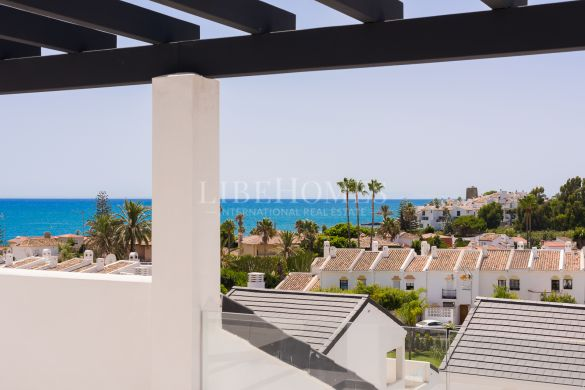 New penthouses by the sea, 5-minute drive from Estepona