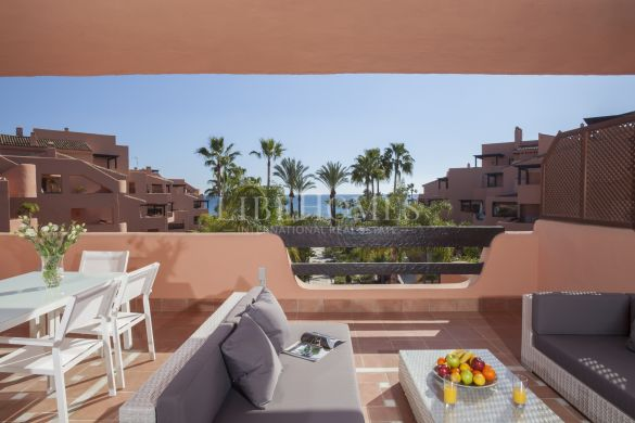 Penthouse in beautiful beach frontline complex in Estepona
