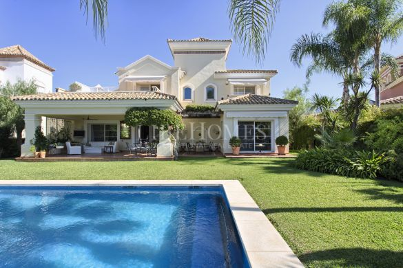 Golf-frontline, top quality villa in La Quinta, Benahavis