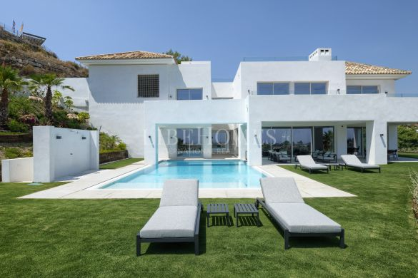 New villa, key ready, with sea views in El Paraiso Alto, Benahavis