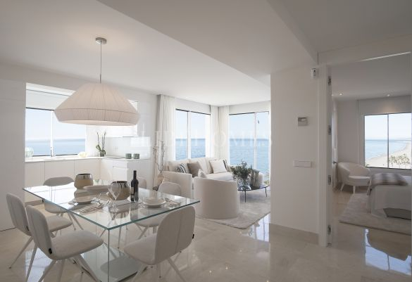 Seafront apartment on Estepona center promenade and beach
