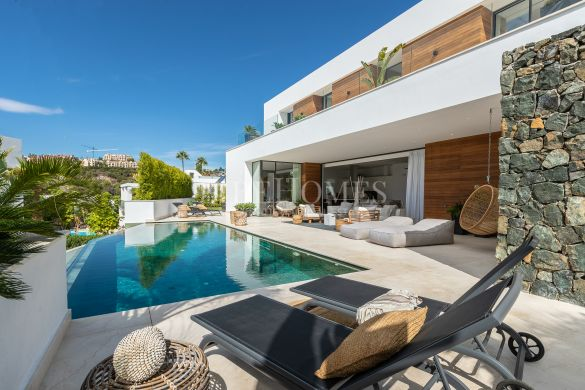 Newly built villa with fantastic views in El Herrojo, Benahavis