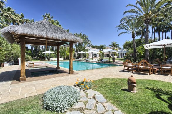 Fully renovated 11 bedroom villa in Guadalmina Baja, Marbella