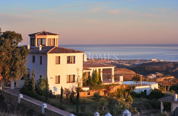 Villa with sea views in Marbella Club Golf Resort, Benahavis