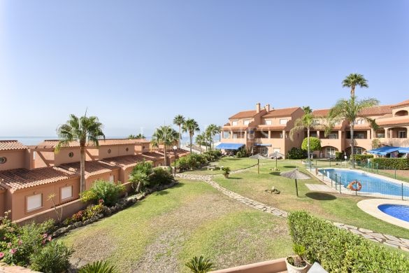 Duplex penthouse in a beach frontline complex in Estepona