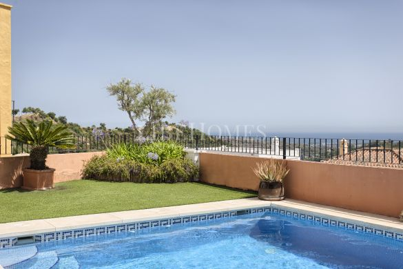 Townhouse with sea and mountain views Monte Mayor, Benahavis