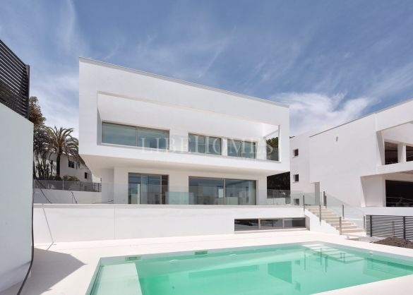 Newly built villa, key ready, in Casasola, Estepona