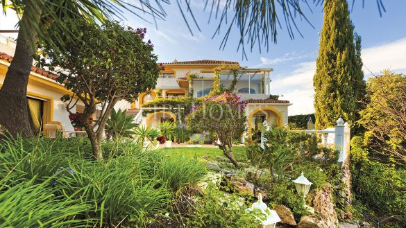 Spacious villa with sea views in Nueva Andalucia, Marbella