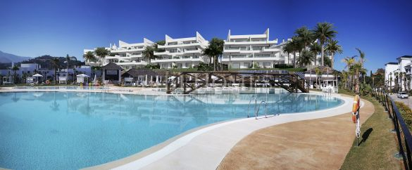 New ground floor apartments, sea views, near Estepona city center