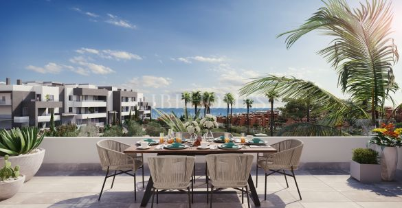 Penthouses in a new development close to beach and golf, Estepona