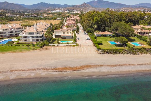 Ground floor with a large garden, 150 mts to the sea, in Estepona
