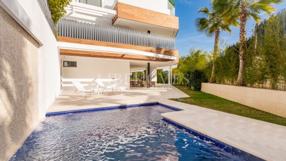 New luxury ground floor apartment, key ready, in Marbella Golden Mile