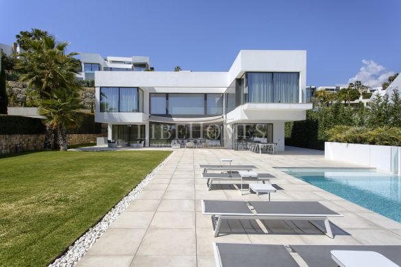 Newly built modern villa, golf views, in La Alqueria, Benahavis