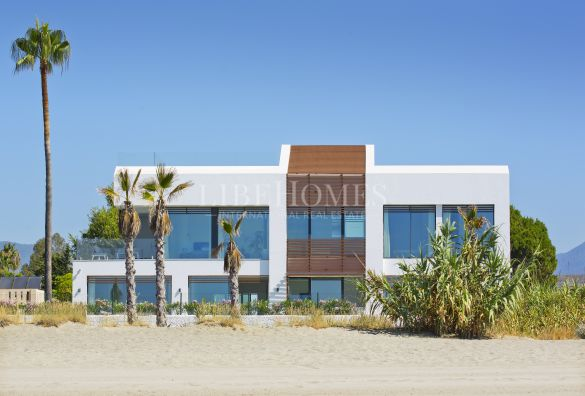 Beachfront brand new villa in El Saladillo, New Golden Mile, Estepona