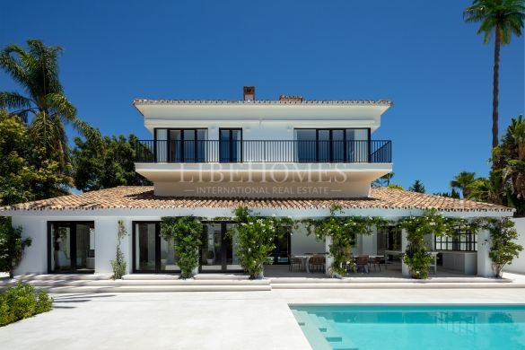 Golf frontline villa in the Golf Valley, Nueva Andalucía, Marbella