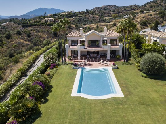 Villa de luxe de style traditionnel andalou à Marbella Golden Mile
