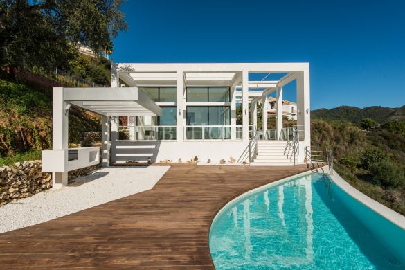 Modern style villa with sea views in Monte Mayor, Benahavis
